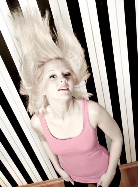 Girly-Portrait: Wallende Haare sind sexy.