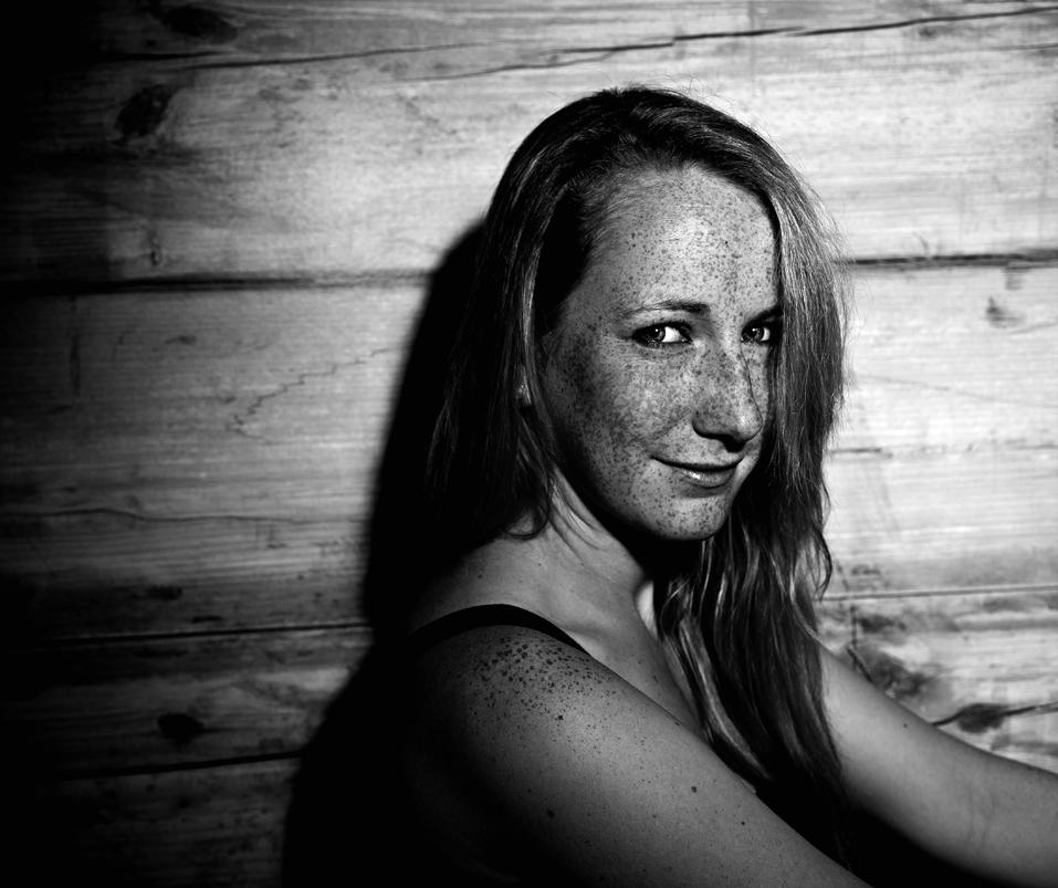 Portrait Sommersprossen mit hartem Licht